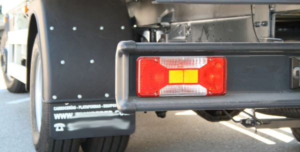 faldillas-para-camiones-ligeros-remolques-furgonetas